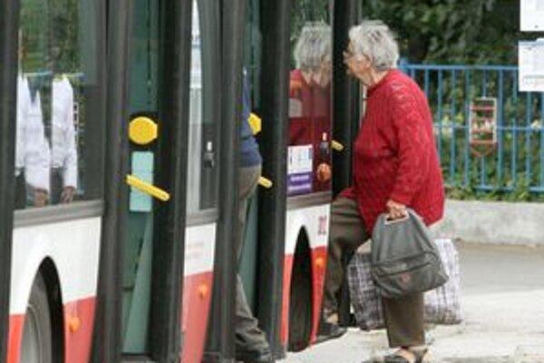 Na niektorých zastávkach spoj zastane už len vtedy, keď šofér vidí ľudí.