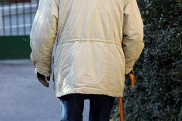 Dôchodcovia naletia podvodníkom častejšie, mladší ľudia nie sú takí dôverčiví