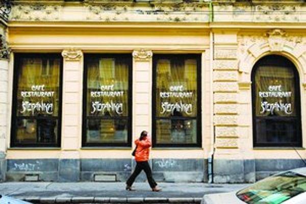 Medzi  bratislavskými kaviarňami mála Štefánka v medzivojnovom období dôležité miesto- bola moderne vybavená, hrávali v nej najlepší primáši a chodievali sem známe osobnosti umeleckej Bratislavy.