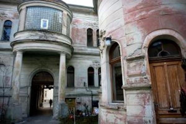 Nádvorie Pisztoryho paláca na Štefánikovej.