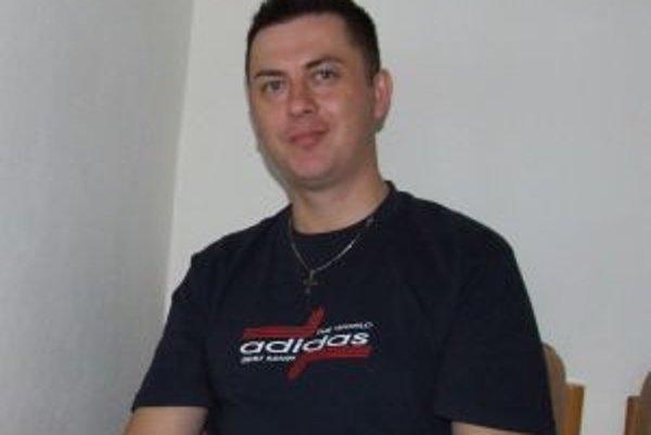 Marian Majzlík, riaditeľ základnej školy na Jilemnického ulici, dohodol spoluprácu so zvolenským hokejovým klubom.