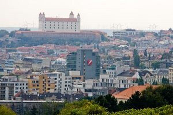 Bratislava predala prvý pozemok online, získala viac o 47-tisíc eur.