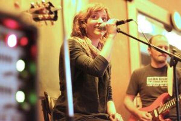 Folková speváčka z Kremnice. Pred masovými podujatiami uprednostňuje komornejšie prostredie.