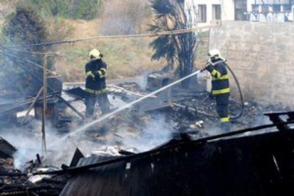 Budova na Botanickej zhorela do tla