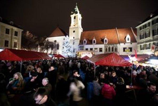 Miesto na Vianočných trhoch vyjde podnikateľov v oblasti gastronómie od 310 do 1710 eur.