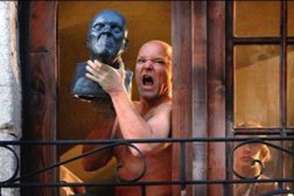Film Čas grimás o čudáckom sochárovi mal premiéru začiatkom roka. Zahral si ho Marek Vašut.