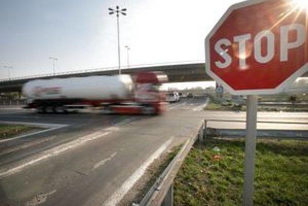 Jedenásť ľudí sa zranilo pri jedenástich nehodách na kruhovom objazde od januára tohto roku.