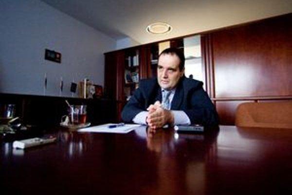 Bývalý poslanec Národnej rady za SDKÚ, dnes bratislavský župan Pavol Frešo  je v polčase svojej funkcie. V župných voľbách v roku 2009 porazil Vladimíra Bajana.
