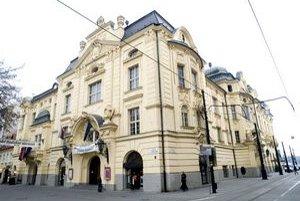 Reduta v roku 2009, v apríli tohto roku sa musela filharmónia vysťahovať.