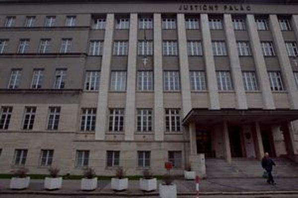 Sudkyňa Okresného súdu Bratislava I do justičného paláca svedkov nevolala.