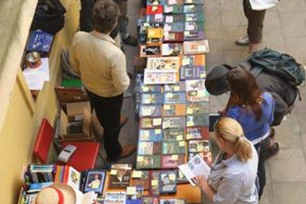 Burza kníh v mestskej knižnici počas pravidelného Dňa samosprávy má každoročne veľký úspech.