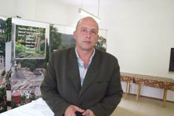 Michal Hajko. Odvolaný predseda rady školy Ľudovíta Greinera je hrdý na to, že zo štátneho školstva odchádza.