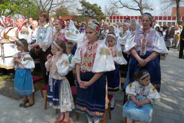 Stovky ľudí vo vajnorskom parku Pod lipami si 25. apríla pripomenuli počas pontifikálnej svätej omše 20. výročie historicky prvej návštevy pápeža Jána Pavla II. na Slovensku.