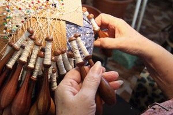 Výroba paličkovej čipky má v Hodruši-Hámroch bohatú históriu.
