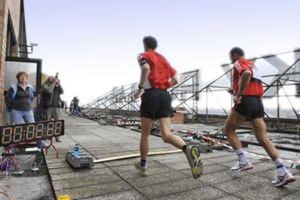 Bežci na streche rozhlasovej pyramídy zabehli rekord.