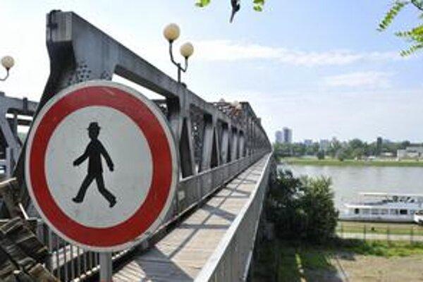Starý most je od polovice mája úplne uzavretý.