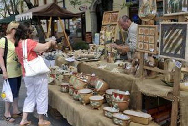 Siedmy ročník Keramických trhov zorganizovali v dňoch od 11. do 13. júna 2010 v Pezinku pracovníci z pezinského Malokarpatského múzea. Na podujatí sa zúčastnilo vyše 130 výrobcov z Čiech, Poľska, Maďarska, Bulharska a Slovenska.