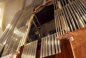 Nový organ je vyrobený z ebenového dreva, cínu a striebra. Má asi 4500 píšťal.