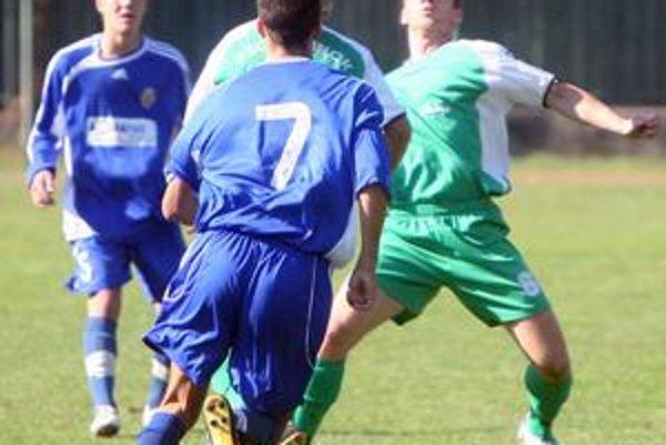 Hráči PŠC Pezinok (v zelených dresoch) zaslúžene zvíťazili v III. lige a postúpili do druholigovej súťaž