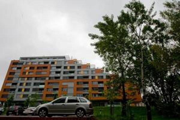 Mesto s výstavbou od  J&T Real Estate v lokalite, ktorá je územným plánom určená na šport a rekreáciu, súhlasí. Vydalo kladné stanovisko. Karloveské rameno III. má byť osempodlažným polyfunkčným objektom.