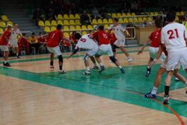 Včerajšími stretnutiami sa v Bratislave začali majstrovstvá Európy v hádzanej hráčov do 20 rokov, ktoré potrvajú do 8. augusta.