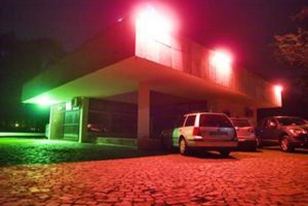 Erotický klub v Sade má viacero odporcov.