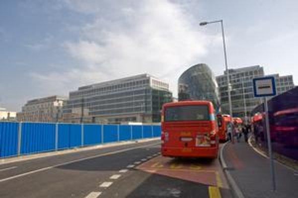 Zastávky v Eurovei podľa Dopravného podniku ešte nie sú majetkovo vysporiadané.