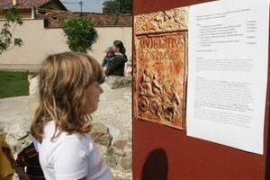 Na kúsok Ríma si možno siahnuť v Rusovciach.Raz do roka sa tu konajú tematicky orientované Rímske hry.