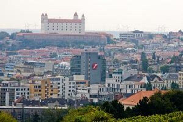 Bratislava. Podľa údajov z decembra 2009 mala 431 061 obyvateľov.