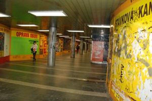 Na vyčistených stĺpoch už včera pribudli nové nápisy. Podchod čistili v piatok a sobotu dobrovoľníci.