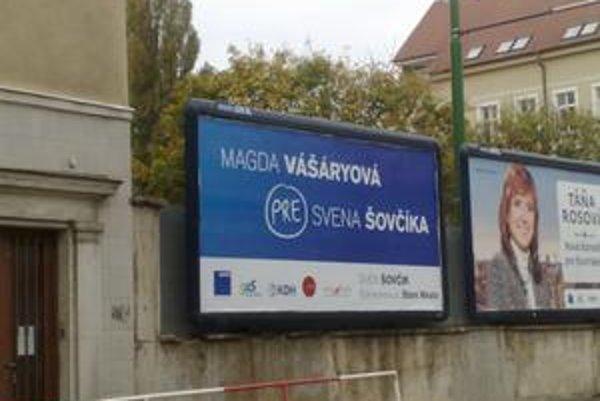 Kandidátka pravice na primátorku Magda Vášáryová podporuje Svena Šovčíka (SDKÚ), ktorý bol tiež jedným z tých, ktorí dostali obecný byt od Starého Mesta.