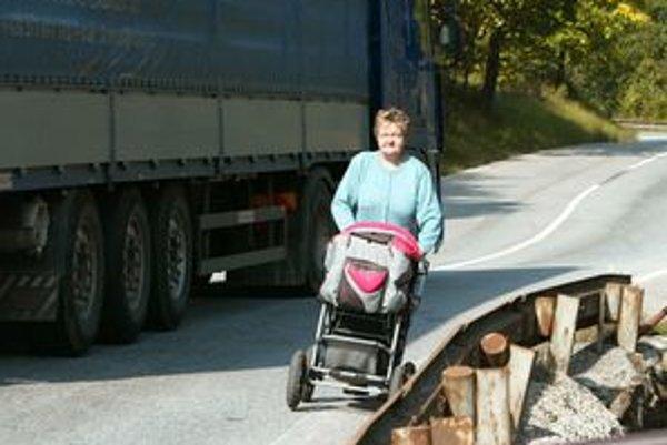 Úsek cesty I/65 cez Kremnicu považujú miestni za nebezpečný.