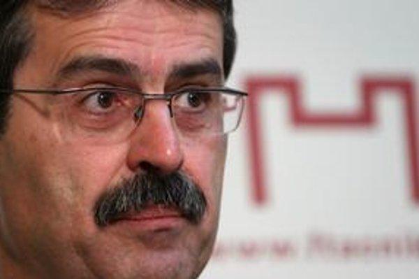Petržalský starosta Milan Ftáčnik, ktorý kandiduje na primátora s podporou Smeru, čelí kritike za nehospodárne narábanie s verejnými financiami.