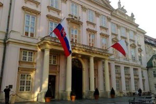 Samospráva Bratislavy sa po štyroch rokoch mení. V Primaciálnom paláci si zriadi kanceláriu jeden zo štyroch kandidátov na primátora.