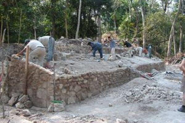 Práca v ruinách mayského mesta.