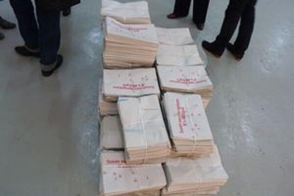 Výstava v podobe novín, ktoré si môže návštevník prezrieť a zbaliť do tašky.