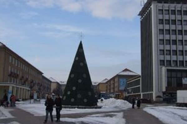V Žiari sa už po druhýkrát rozhodli pre umelý stromček.