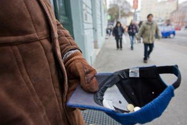 Bezdomovcov chcú vylákať z centra Bratislavy.