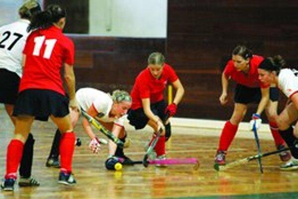 Slovenské juniorky sa pokúsia na turnaji v hale Mladosť prekvapiť skúsenejšie súperky.