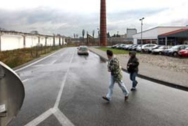 Vyústenie predĺženej Tomášikovej ulice by malo viesť na Račiansku v blízkosti Lidla. Stavbu mesto plánuje už niekoľko rokov, za zdržanie môžu aj problémy