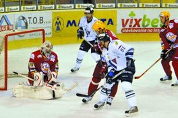V nedeľu sa predstavia v hlavnom meste hokejisti zo Žiliny. V extraligovom zápase si zmerajú sily s domácim Slovanom.