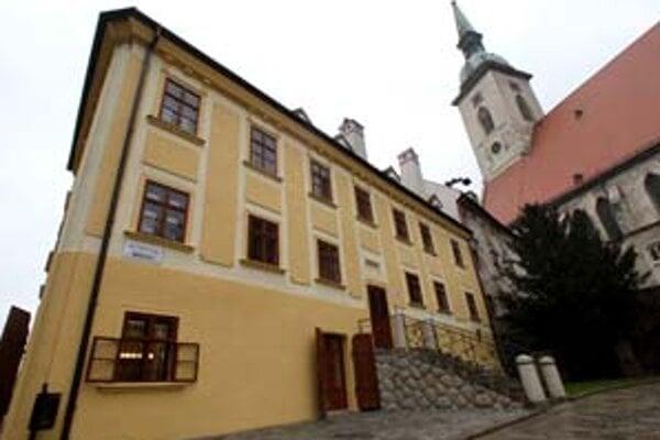 Obnovený dom na Rudnayovom námestí 4 by mali verejnosti sprístupniť budúci rok.