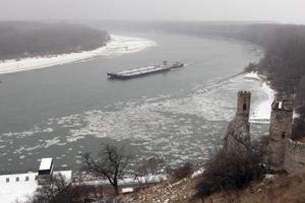 Po Dunaji v týchto dňoch plávajú ľadové kryhy. Plavba na rakúskom úseku je od Viedne zastavená. Podľa vodohospodárov ale nie je dôvod na obavy, je to štandardná situácia.