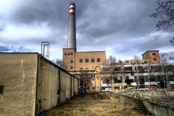 Komín je zo 70. rokov, má 120 metrov. Búrať by sa mal tento rok.