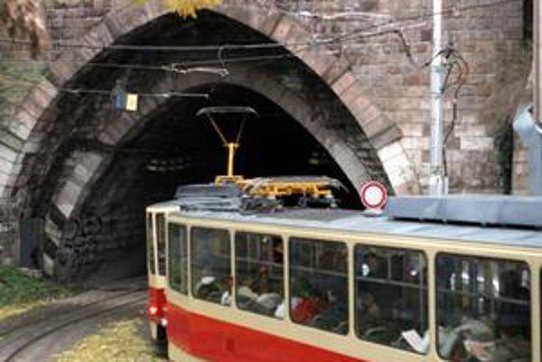 Tunel sa začne opravovať v pondelok, uzavretý bude asi rok. Električky pôjdu po nabreží.