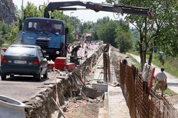 V Devínskej Novej Vsi sa múrik stavia pri vstupe do mestskej časti. Pri cyklistickej trase zatiaľ nie.