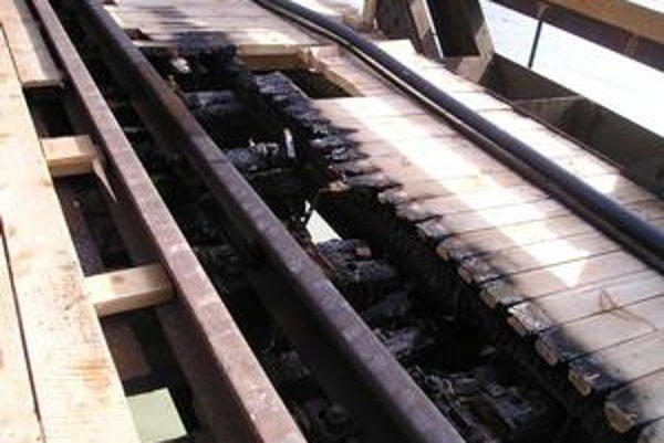 Na Starom moste, ktorý sa opravuje, vznikol požiar. Nie je vylúčené ani cudzie zavinenie.