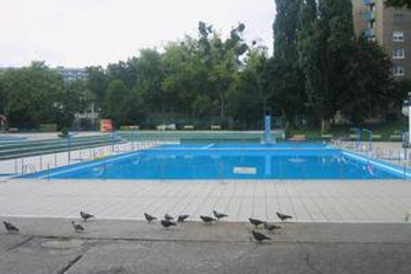Plaváreň Delfín v piatok popoludní - žiaden návštevník.