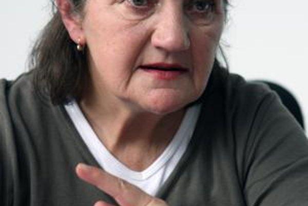 Katarína Šimončičová (1948) vyštudovala Hutnícku fakultu Vysokej školy technickej. Do roku 1993 pracovala v SAV na  výskume supravodivých materiálov. Potom nastúpila do Mestského výboru Slovenského zväzu ochrancov prírody a krajiny, vyše 10 rokov pôsobí a
