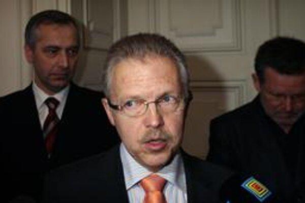 Súčasný primátor Bratislavy Andrej Ďurkovský oznámil, že mieri do Národnej rady. Jeho kandidatúru za KDH v júnových parlamentných voľbách kritizujú občianski aktivisti.